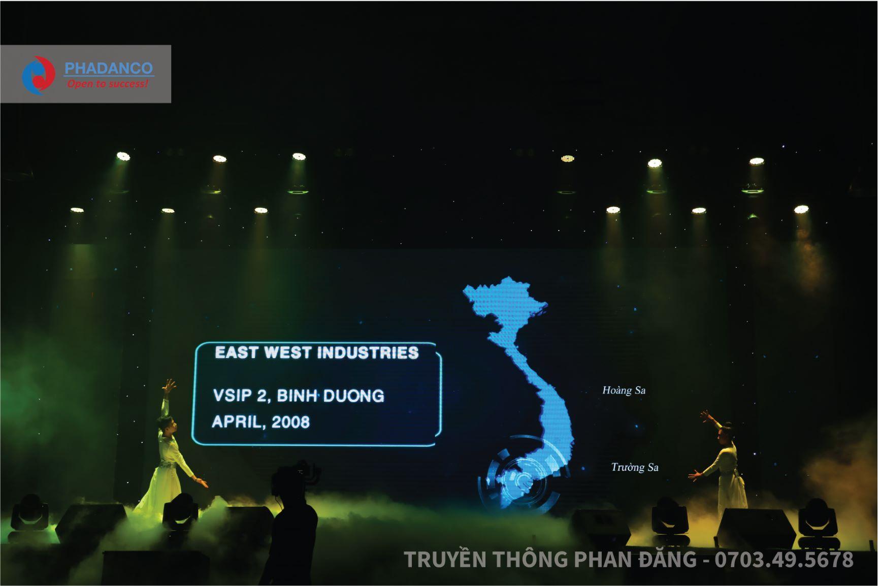 Màn trình diễn múa đương đại EWI- One team- One dream